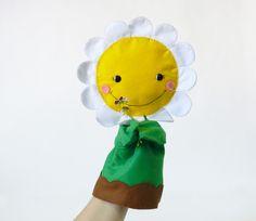 Se cerchi un burattino petaloso,l' hai trovato!  Per scoprire di più visita il sito: http://it.dawanda.com/product/100869887-marionette-per-bambini---giochi-educativi  Handgefertigte Handpuppe aus kuschelweichem fllz - Größe von 30 cm - anpassbar - in meinem verfügbar DaWanda Shop (giocattoli bambini 3 anni, teatrino marionette, marionetta, favole, Handpuppen, lernspiele, kinderspielzeug, spielzeug, strickpuppe, schmusetier, steiner spielzeug, puppentheater, fingerpüppchen, handspielpuppen)