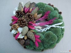 Wianki 35 stroiki na Wszystkich Świętych dekorac śląskie Autumn Decorating, Fall Decor, Holiday Decor, Flower Factory, Christmas Flower Arrangements, Christmas Wreaths, Xmas, Outside Decorations, Pine Cone Crafts
