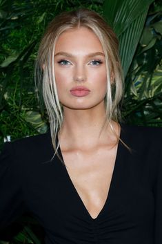 NEW YORK, NY - OCTOBER Romee Strijd attends the Annual God's Love We Deliver Golden Heart Awards at Spring Studios on October 2017 in New York City. (Photo by Taylor Hill/FilmMagic) aesthetic aesthetic surgery job job before and after remodelling Cool Blonde, Brown Blonde Hair, Blonde Brunette, Taylor Hill, Hair Inspo, Hair Inspiration, Beauty Makeup, Hair Beauty, Celebrity Makeup Looks