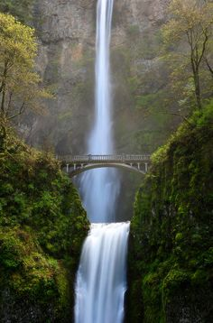 1st visit: 2007. Multnomah Falls, Oregon. Wonderful waterfall.