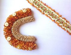 South Indian Wedding Hairstyles, Indian Hairstyles, Flower Hair Accessories, Wedding Hair Accessories, Fabric Jewelry, Hair Jewelry, Hair Decorations, Flowers Decoration, Bridal Makeover