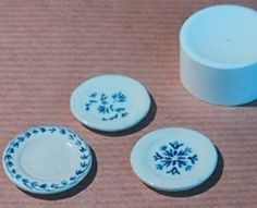J Colin experiments with 7 types of dollhouse dishes using DAS or Plastiroc (air dry clay) ~ the first involves pressing on cap | Source: J I Colin