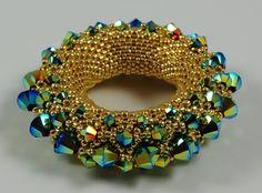 Golden Sun pendant by Petra Tismer, from her book Perlen & Freundschaft (Beads and Friendship - in German only)