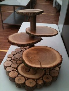 Ideias para reciclar troncos de árvores para decorar a casa com eles Ideas for recycling tree trunks to decorate the house with them Wooden Wedding Cake Stand, Wooden Cake Stands, Wedding Cake Stands, Wedding Cake Rustic, Wedding Table, Wedding Cakes, Wedding Ideas, Wedding Themes, Diy Wedding