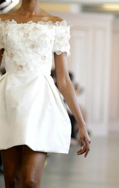 robe de mariage civil design court en blanc