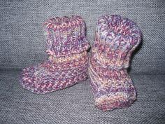 Vauvan tossut fabel lanka kaksinkertasena. 3,5mm puikot. ja ohje oli novitan sukkalehdessä. Slippers, Socks, Fashion, Moda, Fashion Styles, Slipper, Sock, Stockings, Fashion Illustrations