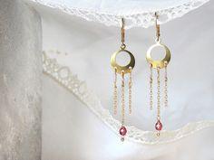 Moois van ' M(i)e': juwelen/jewelry : MAAK HET ZELF/MAKE IT YOURSELF ! : project : gouden bellen met ketting - golden earrings with chain