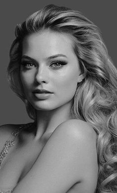 All The Times Margot Robbie Has Aced It On The Red Carpet – Celebrities Female Margot Robbie Fotos, Atriz Margot Robbie, Margot Robbie Pictures, Actress Margot Robbie, Margo Robbie, Margot Robbie Harley Quinn, Black And White Portraits, Woman Face, Beauty Women