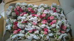 Cuori in vimini decorati con rose di feltro