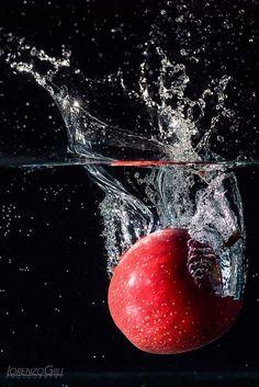 by Lorenzo Gilli on Splash Photography, Fruit Photography, Still Life Photography, Creative Photography, Book Photography, Stop Motion Photography, Printable Images, Fast Shutter Speed, Fruits Photos