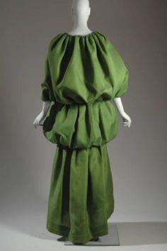 Evening dress with cape, 1961. Silk gazar. Cristbal Balenciaga