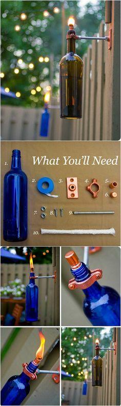 esempio di oggetti fai da te originali e creativi, una lampada da esterno creata con una bottiglia