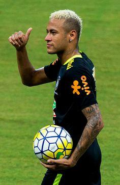 Football Ads, Fc Barcelona Neymar, Neymar Jr, Football Players, Beautiful Eyes, Fifa, Beckham, Superstar, Cool Pictures