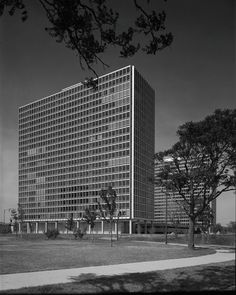 Lafayette Park, Detroit Ludwig Mies Van Der Rohe, Lafayette Park, Classic Architecture, International Style, Modern Buildings, Abandoned Places, Detroit, Skyscraper, Rationalism