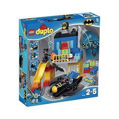 Op naar de Batgrot, waar spannende avonturen wachten! Parkeer de Batwing en ga aan de slag met de fascinerende Batman gadgets - maar pas op: Catwoman is in de buurt! Batman schiet langs de glijbaan omlaag om haar te vangen.  http://www.planethappy.nl/lego-duplo-batgrot-avontuur-10545.html