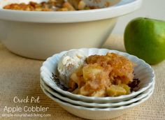 Slow Cooker Apple Cobbler | Weight Watchers Crock Pot Recipes #WeightWatchers #CrockPot