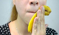 How to Treat Acne With Banana Peels. If you've tried treating your acne with every skin care product there is, try a home remedy. Chances are, you've got a bunch of bananas lying around or can easily pick a few up. Use the banana peel to. Banana Benefits, Skin Tag, Homemade Face Masks, Warts, How To Treat Acne, Tips Belleza, Pimples, Cellulite, Oily Skin