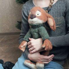 """Всем хорошего вечера 😊Как давно я ничего не выкладывала,соскучилась уже по этому процессу))Вот наконец доделался мой """"малыш""""и я с радостью представляю его вам.Знакомьтесь кролик Кенни)) размерчик кстати 37 см)) #handmade #toys #tale #friends #animals #wool #felting #шерсть #валяние #друзья #present #totoro #тоторо #хаяомиядзаки #подарокдлядевушки #длявдохновения#длядетей #forchildren #feltedloft#onelovehandmade #мореидей #masterskaya_vasilina #magazin_handmade #artisanland #handmade_all_tut…"""