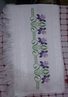 Towel with Cross-Stitch Cross Stitch Borders, Cross Stitch Flowers, Cross Stitch Designs, Cross Stitching, Cross Stitch Embroidery, Hand Embroidery, Cross Stitch Patterns, Embroidery Designs, Knitting Patterns