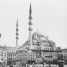 """314 Beğenme, 1 Yorum - Instagram'da İstanbul'un eski fotoğrafları (@eski_istanbul_fotograflari): """"İstanbul; her göreni kendine aşık eden, herkesi hayran bırakan, camiileriyle, çeşmeleriyle, arnavut…"""" Istanbul, Taj Mahal, Building, Travel, Instagram, Viajes, Buildings, Destinations, Traveling"""