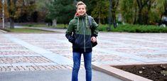 Copiii cu o stimă de sine ridicată au mai mulți prieteni, se descurcă mai bine din punct de vedere academic, au o gamă mai largă de mecanisme de adaptare și sunt mai rezilienți. Mai, Military Jacket, Parenting, Fashion, Moda, Field Jacket, Fashion Styles, Military Jackets, Fashion Illustrations