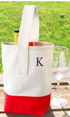 Color dipped wine totes, perfect for picnics  http://rstyle.me/n/fhwgfr9te