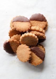 Galletas de almendra y sirope de arce - Ytreats Pasta Ligera, Chocolate, Cookies, Desserts, Food, Almond Cookies, Sweet Recipes, Crack Crackers, Tailgate Desserts