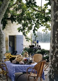 Outdoor dining al fresco in Provence, France Outdoor Rooms, Outdoor Dining, Outdoor Gardens, Outdoor Furniture Sets, Outdoor Decor, Patio Dining, French Countryside, Al Fresco Dining, French Country House
