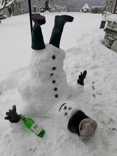 Ireland is covered in snow. Here is a picture of an Irish Snowman! Winter Wonder, Winter Fun, Christmas Crafts, Christmas Decorations, Xmas, What A Nice Day, Funny Snowman, Snow Sculptures, Snow Art