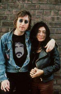 John Lennon (formally of The Beatles) & Yoko Ono Ringo Starr, Foto Beatles, Les Beatles, Beatles Band, Beatles Photos, George Harrison, Paul Mccartney, John Lennon Yoko Ono, Sell Music