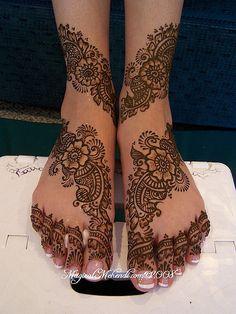 Identical flower mehndi/henna design for the feet Henna Hand Designs, Mehandi Designs, Wedding Mehndi Designs, Wedding Henna, Beautiful Henna Designs, Mehndi Designs For Hands, Henna Tattoo Designs, Bridal Henna, Heena Design