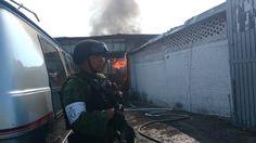 Extraoficialmente se pudo conocer que en el lugar se almacenaba combustible robado y posiblemente vehículos con reporte de robo; además de los daños materiales se reportan cuatro bomberos intoxicados y ...