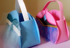 Elsa or Anna Frozen Party Favors Bags por KaryfePartyCreations
