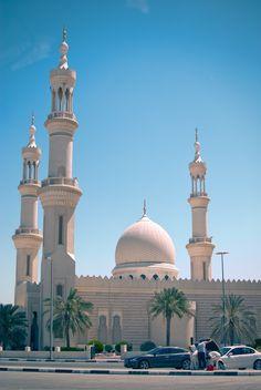 Beauty of Islamic art City Photography, Amazing Photography, Islamic Society, Young Johnny Depp, Good Prayers, Dubai, Beautiful Mosques, Grand Mosque, Islamic Architecture