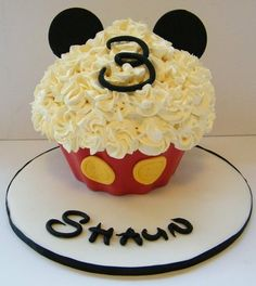 Love the gigantic cupcake idea for the 1st birthday cake instead of a regular small cake!