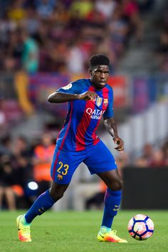 Samuel Umtiti of FC Barcelona conducts the ball during the Joan Gamper trophy match between FC Barcelona and UC Sampdoria at Camp Nou on August 10, 2016 in Barcelona, Catalonia.