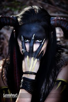 Halloween Makeup Ideas : The pagan priestess Halloween Kostüm, Halloween Costumes, Halloween Cosplay, Vintage Halloween, Forest Elf, Arte Obscura, Fx Makeup, Witch Makeup, Skull Makeup