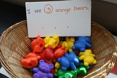 """""""I see"""" activity - sort bears and write sentences.I see three orange bears. Easy and with things I already own. Could also do with shapes, colored letter cards, seasonal picture cards etc. Montessori Math, Preschool Literacy, Kindergarten Math, Preschool Crafts, Preschool Colors, Numbers Preschool, Pre K Activities, Color Activities, Tot School"""
