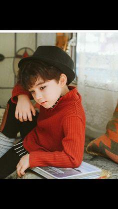 Cute Little Boys, Cute Baby Boy, Cute Boys, Cute Babies, Kids Boys, Photo Poses For Boy, Boy Poses, Precious Children, Beautiful Children