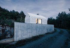 Dekleva Gregoric Arhitekti, Janez Marolt · Compact Karst House