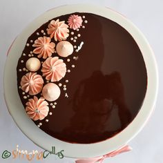 Tort Entremet cu ciocolata si visine - Back Tips - Cake Recipes Cake Decorating Piping, Cake Decorating Designs, Cake Decorating Videos, Birthday Cake Decorating, Cake Decorating Techniques, Food Cakes, Cupcake Cakes, Cupcakes, Chocolate Cake Designs