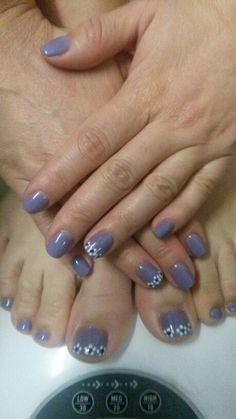 Lilac floral nail design