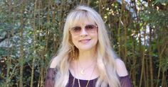 beautiful Stevie   ~ ☆♥❤♥☆ ~     in all her super rock star finery, outdoors, for a change