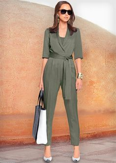 If you love a great blend of elegance and statement cut than jumpsuit is your … Fashion Mode, Office Fashion, Hijab Fashion, Fashion Dresses, Womens Fashion, Office Outfits, Mode Outfits, Chic Outfits, Outfit Elegantes