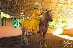 Instagram media by lz_fotografia92 - En sesión  con Giselle  ◦ ◦ ◦ #caballo #caballos #jinetes #horses #horse #lz #lienzocharro #charra #escaramuza #carrera #passion #landscape #racetrack #lifestyle #jockey #jockeys #horserace #carreras #50mm #racehorse #race #prettywoman  #tabasco #sesión