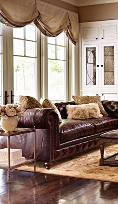 Our Barrow Sofa masterfully replicates this iconic British design – button tufted back with a low, cushioned seat, rolled arms with nailhead trim, and the characteristic equal back and arm height.