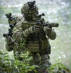 Which one is more painful airsoft or paintball? What does it feel like to get shot with an airsoft gun? Military Gear, Military Police, Military Weapons, Military History, Tactical Operator, Military Special Forces, Naval, Green Beret, Military Pictures