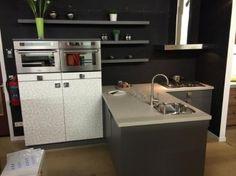 T-keuken - Showroomkeukens & inbouwapparatuur te Zwaag - BVA Auctions - online veilingen