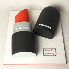 Mac makeup cake, which could be the best birthday cake ever for a mac fan! Girly Cakes, Fancy Cakes, Cute Cakes, Lipstick Cake, Mac Lipstick, Mac Makeup, Makeup Geek, Makeup Cupcakes, Macarons