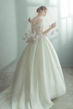 Modest Wedding Dresses, Wedding Dress Styles, Bridal Dresses, Wedding Gowns, Flower Girl Dresses, Prom Dresses, Disney Princess Dresses, Disney Dresses, Wedding Girl
